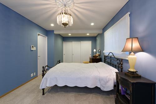 『ゴシップガール』ブレアの寝室をイメージしたお部屋、入り口方向