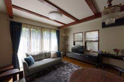 リビングルーム、アルフレックスのソファを中心に、上質なアイテムを集めました。