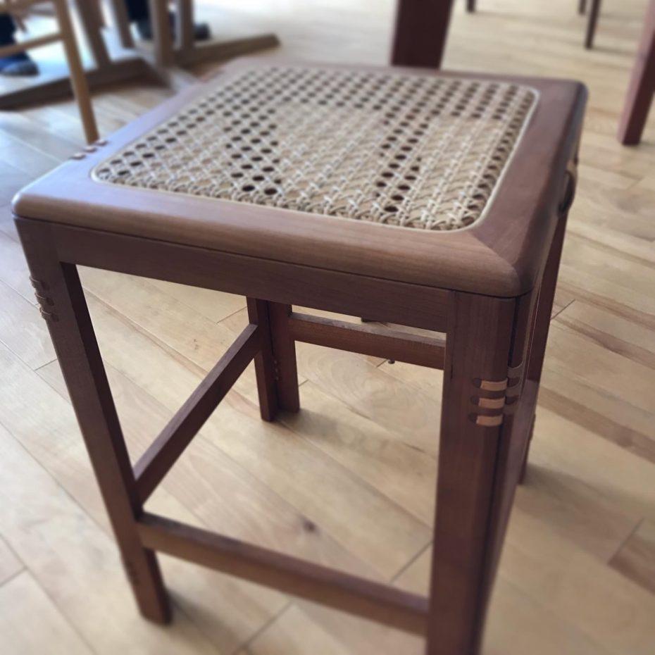 オリジナルデザインの折り畳み椅子「patol stool」